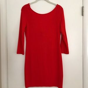 Scoop back red bodycon dress